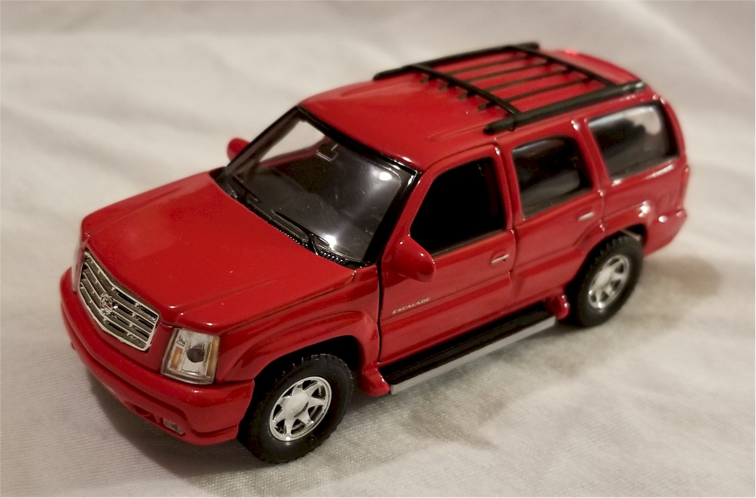 Welly 4.75 Inch Escalade Scale Diecast Metal Model RED