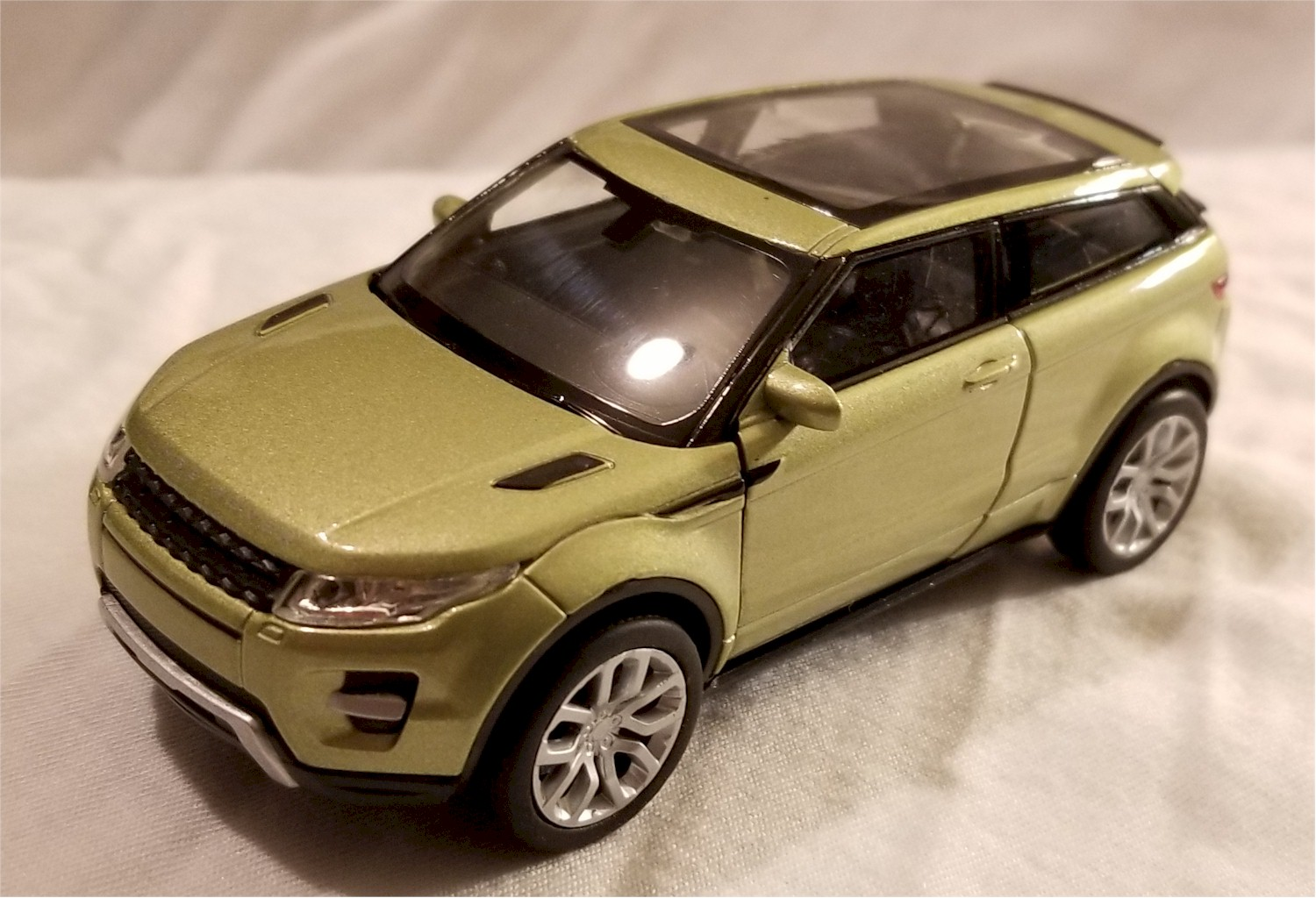 This Is A Brand New Welly 1 34 39 Scale Model Land Rover Range Evoque Green The About 4 75 Inches Long Comes With Pull Back